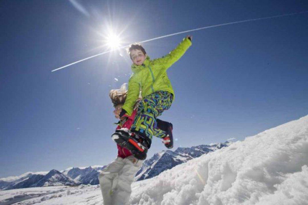 Easy Familien-Skiurlaub direkt an der Piste - alpina Zillertal